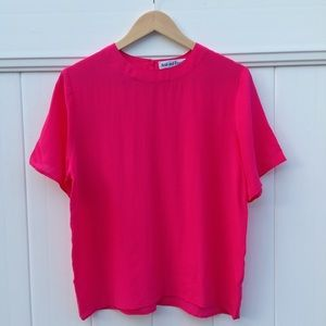 100% silk bright pink tee shirt/casual blouse sz M